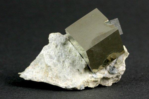 パイライト (黄鉄鉱) 原石 23g