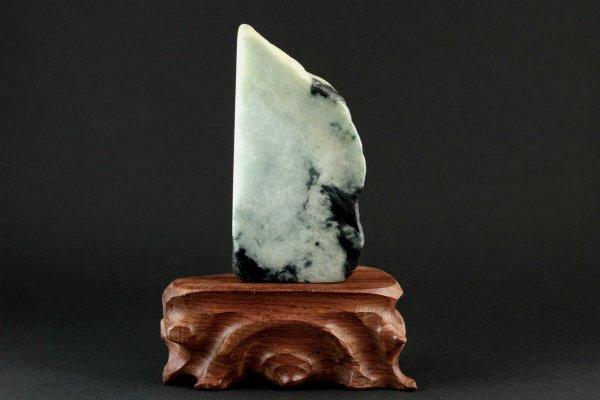ミャンマー産 翡翠 原石 磨き 228g