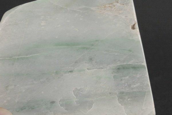 ミャンマー産 翡翠 原石 磨き 487g