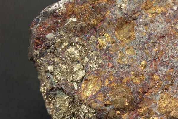 小坂鉱山産キャルコパイライト(黄銅鉱) 原石 122g