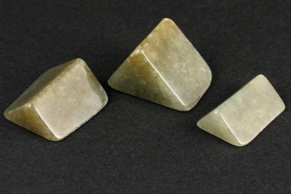 ミャンマー産 ラベンダー入り翡翠 原石 磨き 26g