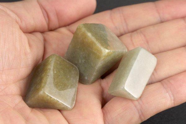ミャンマー産 翡翠 原石 磨き 3個セット 43g