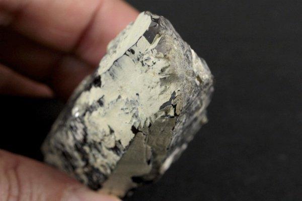 蛭川産黒水晶 原石 145g