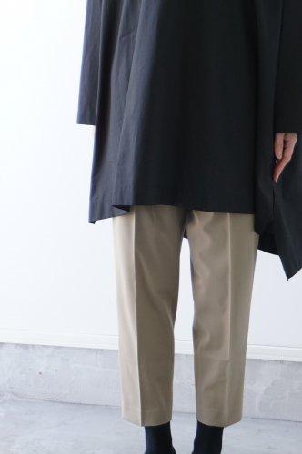 MidiUmi(ミディウミ)センタープレスストレートパンツ