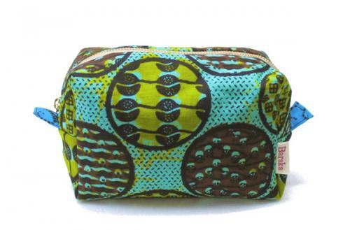 アフリカ布キテンゲ ポーチ 18コロコロスクエア・ファスナー(グリーン)ふわふわ中綿入り『ニッポンの技×アフリカの色』