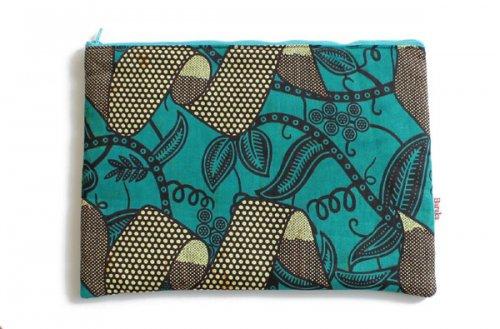 アフリカの布キテンゲ 平ポーチ 大1 (グリーン)ふわふわ中綿入り大中小 3サイズ展開
