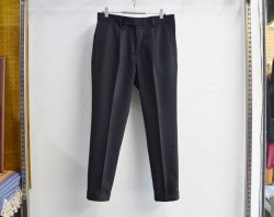 [ RUDE GALLERY ] エンブロイダードタックトラウザー / EMBROIDERED TUCK TROUSERS