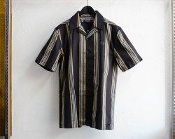 [ FREDPERRY ] ストライプリヴィアカラーシャツ/Stripe Revere Collar Shirt
