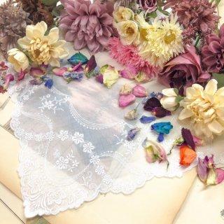 ふわりと優しい花刺繍ギフト・プレゼントレースハンカチ【マリー】