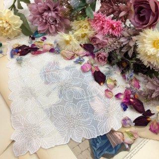 小花ファションひざ掛け大判ハンカチ【オルテシア】ホワイト