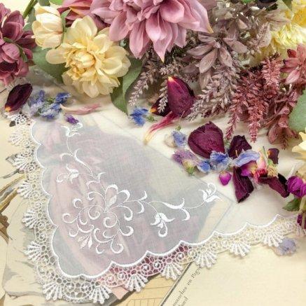 9372d540aa1d0 結婚式クラシカルな蔦刺繍のブライダルレースハンカチ アイビー ホワイト