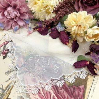 クラシカルな蔦刺繍のレースハンカチ【アイビー】シルバー