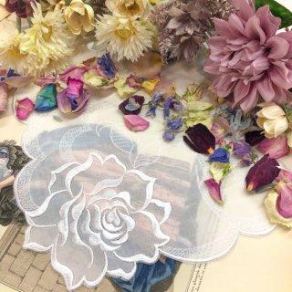 バラ刺繍ハンカチ【シルキーローズ】ホワイト