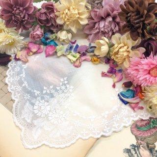 可憐な花刺繍のレースハンカチ【アネモネ】