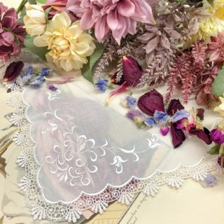 クラシカルな蔦刺繍のレースハンカチ【アイビー】ホワイト