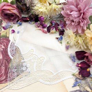 小花咲く清楚なレースハンカチ【マリア】ホワイト
