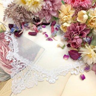 上品な刺繍のハンドメイドレースプレゼントハンカチ【Nina ニーナ】