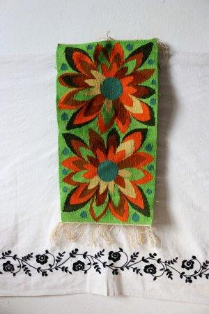 ふたつのダリアの手織りタペストリー