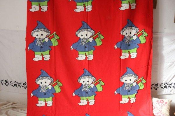 小人のおじさんのカーテン