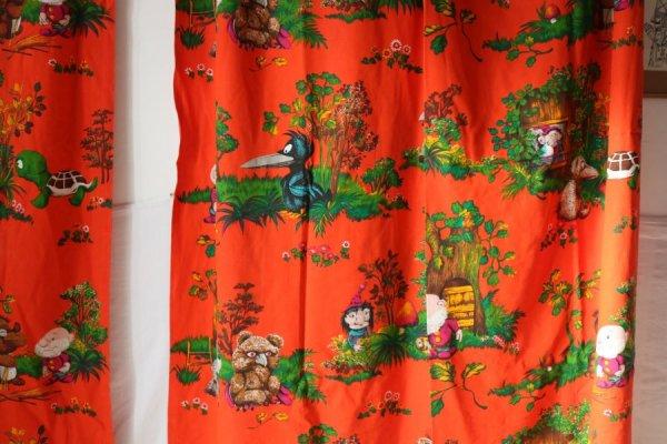 森の小人とモンスターのロングカーテン