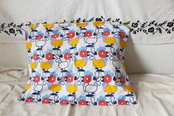カラフルなニワトリの枕カバー