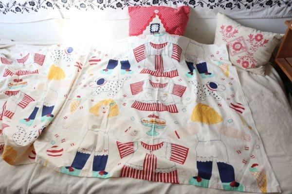 着せ替え人形のカーテン
