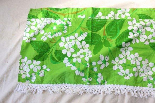 白いサクラのカーテン