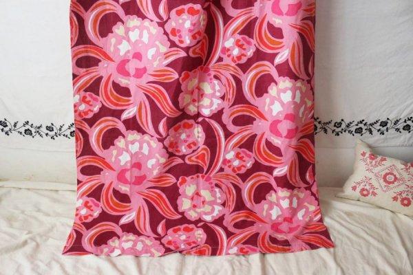 ピンクのシャクヤクのロングカーテン