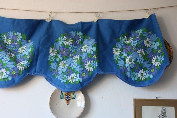 チューリップ、アジサイ、マーガレットのカーテン