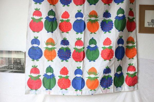 フルーツの精のロングカーテン