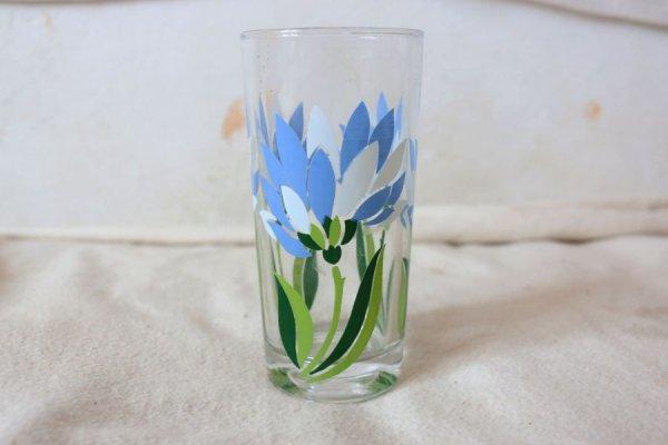 白とロイヤルブルーのお花のロンググラス
