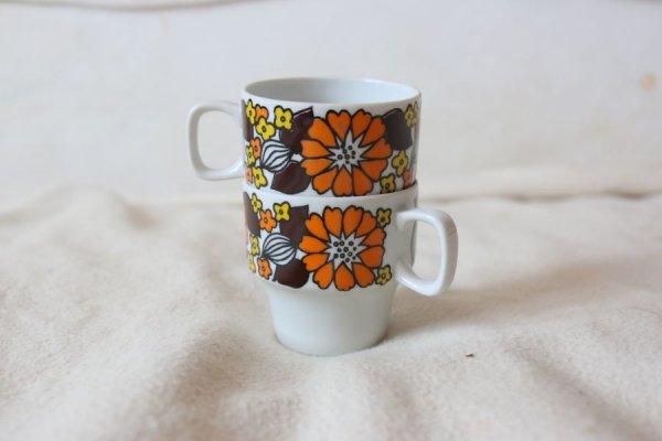 オレンジのダリアのエスプレッソカップ