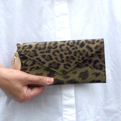 ヒョウ柄レザーの、ボックス型長財布