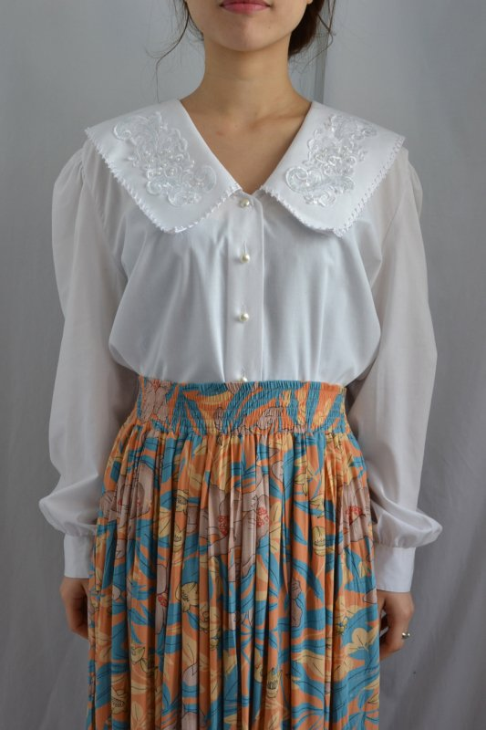 <img class='new_mark_img1' src='http://lara-vintage.shop-pro.jp/img/new/icons8.gif' style='border:none;display:inline;margin:0px;padding:0px;width:auto;' />Big collar vintage white blouse