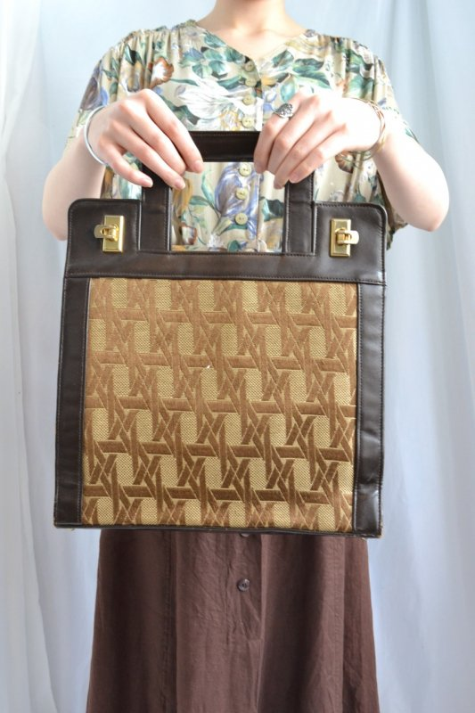 <img class='new_mark_img1' src='http://lara-vintage.shop-pro.jp/img/new/icons8.gif' style='border:none;display:inline;margin:0px;padding:0px;width:auto;' />Vintage geometric pattern design hand bag