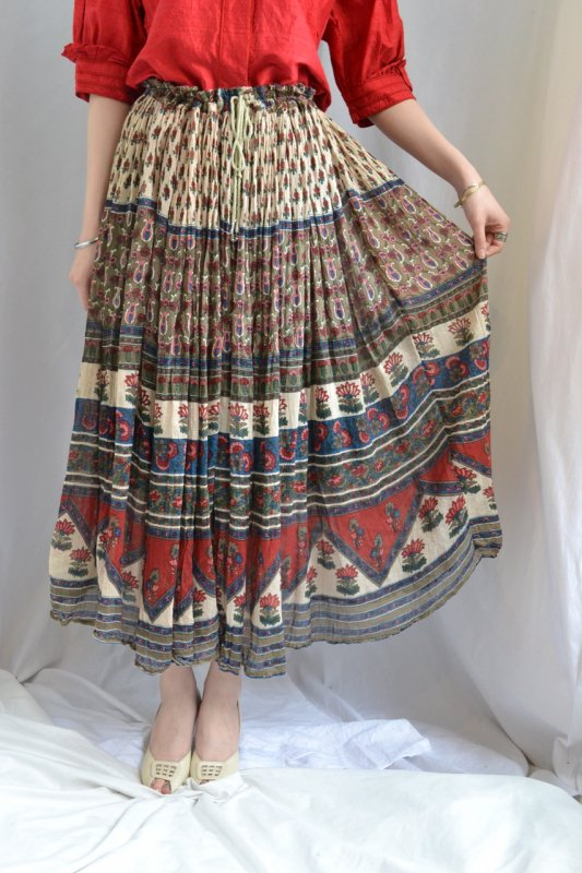 <img class='new_mark_img1' src='http://lara-vintage.shop-pro.jp/img/new/icons50.gif' style='border:none;display:inline;margin:0px;padding:0px;width:auto;' />India cotton vintage skirt