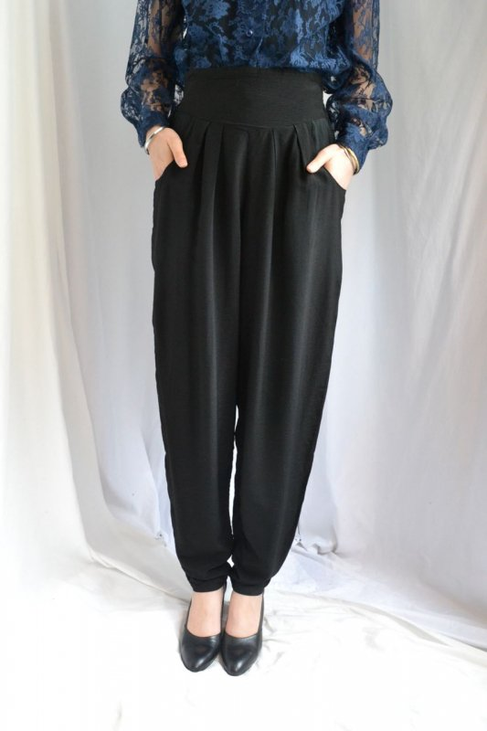 <img class='new_mark_img1' src='http://lara-vintage.shop-pro.jp/img/new/icons50.gif' style='border:none;display:inline;margin:0px;padding:0px;width:auto;' />Vintage black high waist pants