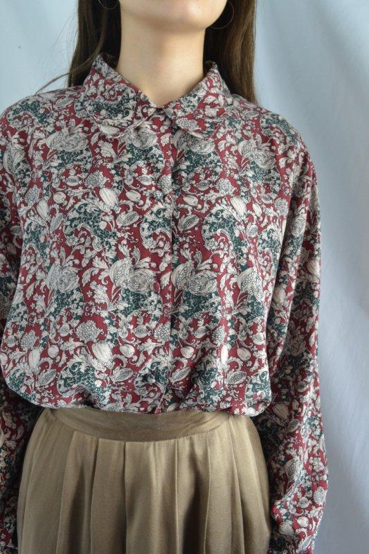 <img class='new_mark_img1' src='https://lara-vintage.shop-pro.jp/img/new/icons50.gif' style='border:none;display:inline;margin:0px;padding:0px;width:auto;' />Botanical pattern vintage silk shirt