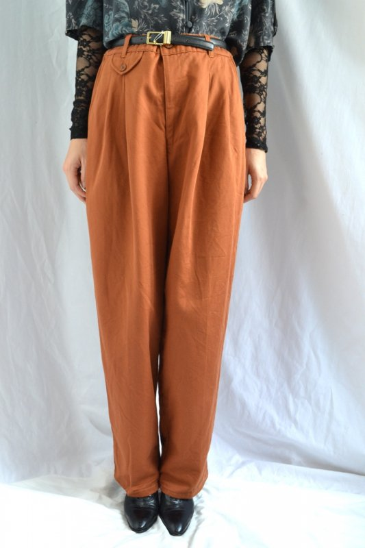 <img class='new_mark_img1' src='https://lara-vintage.shop-pro.jp/img/new/icons8.gif' style='border:none;display:inline;margin:0px;padding:0px;width:auto;' />Vintage deep orange color wide tuck pants