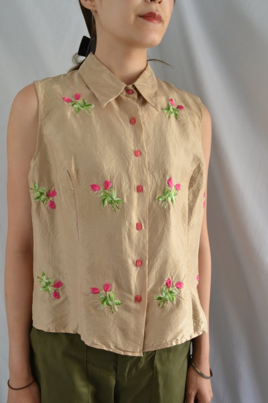 <img class='new_mark_img1' src='https://lara-vintage.shop-pro.jp/img/new/icons50.gif' style='border:none;display:inline;margin:0px;padding:0px;width:auto;' />Tulip embroidery vintage silk shirt