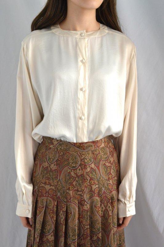 <img class='new_mark_img1' src='https://lara-vintage.shop-pro.jp/img/new/icons50.gif' style='border:none;display:inline;margin:0px;padding:0px;width:auto;' />Vintage collarless design ivory silk blouse