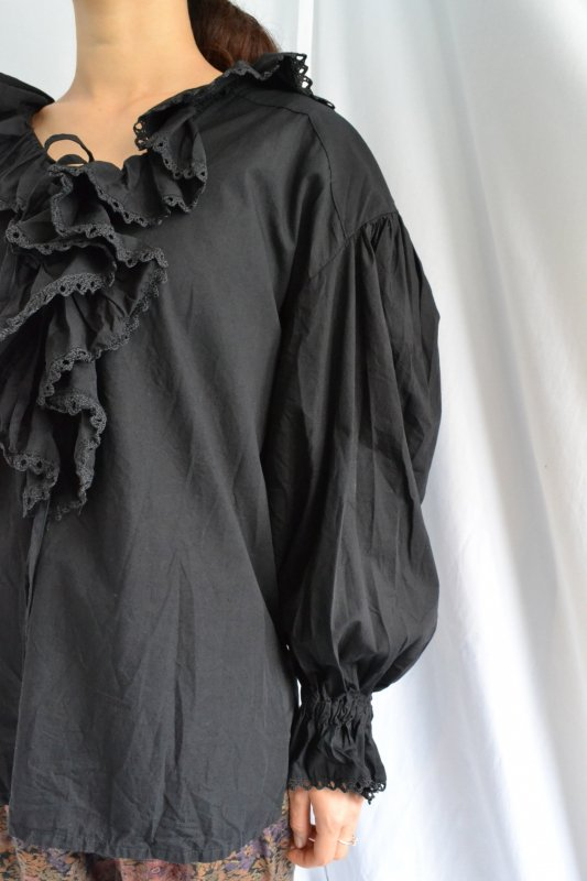 <img class='new_mark_img1' src='https://lara-vintage.shop-pro.jp/img/new/icons50.gif' style='border:none;display:inline;margin:0px;padding:0px;width:auto;' />Black frill vintage tyrol design blouse