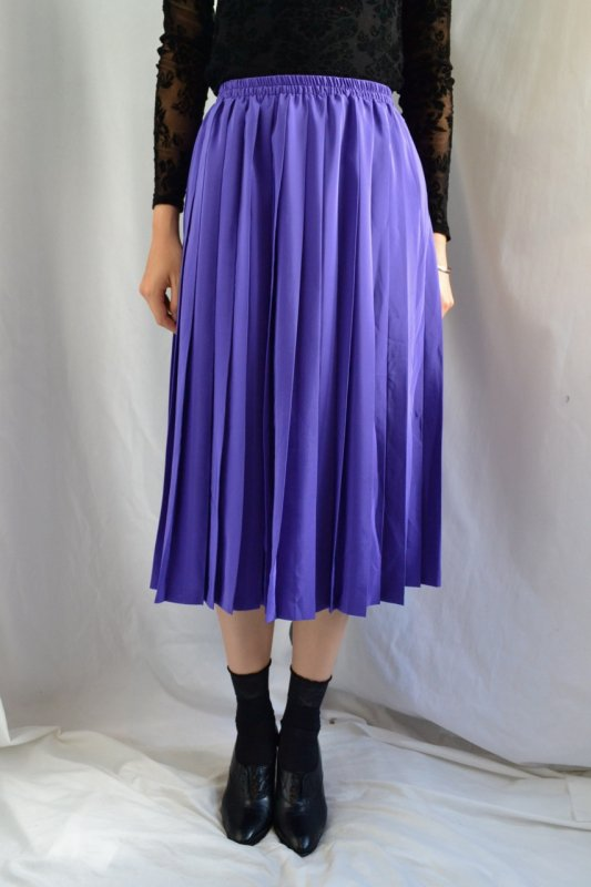 <img class='new_mark_img1' src='https://lara-vintage.shop-pro.jp/img/new/icons8.gif' style='border:none;display:inline;margin:0px;padding:0px;width:auto;' />Vintage purple color pleats skirt