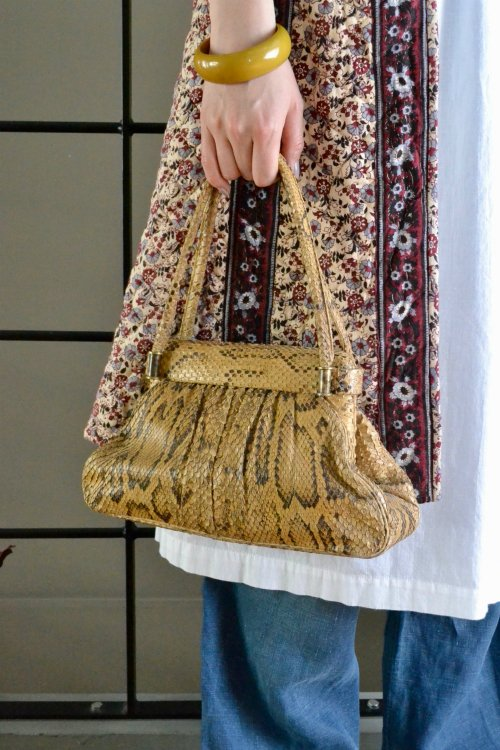 <img class='new_mark_img1' src='https://img.shop-pro.jp/img/new/icons8.gif' style='border:none;display:inline;margin:0px;padding:0px;width:auto;' />1950's Vintage snake skin hand bag