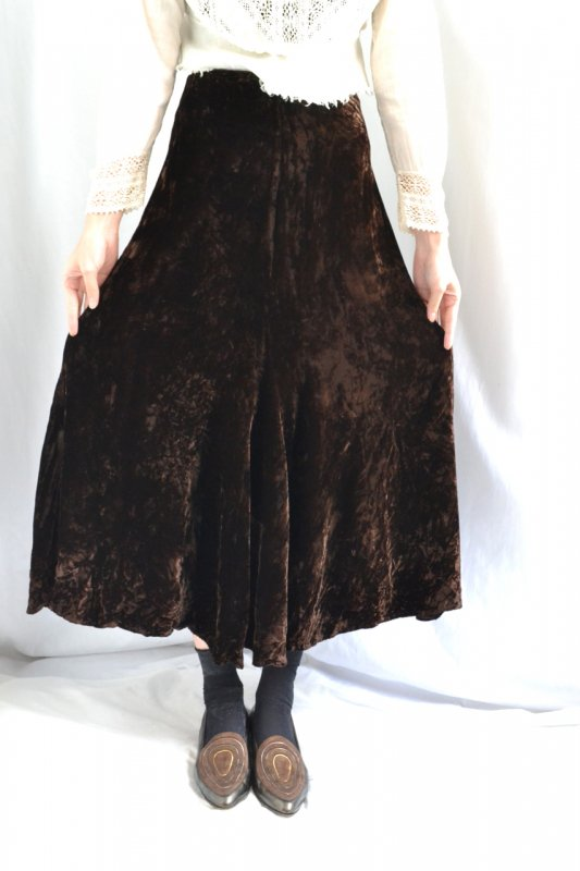 <img class='new_mark_img1' src='https://lara-vintage.shop-pro.jp/img/new/icons8.gif' style='border:none;display:inline;margin:0px;padding:0px;width:auto;' />Dark brown velvet vintage mermaid skirt