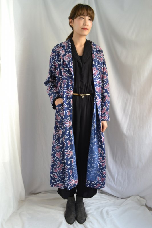 <img class='new_mark_img1' src='https://lara-vintage.shop-pro.jp/img/new/icons8.gif' style='border:none;display:inline;margin:0px;padding:0px;width:auto;' />Flower paint pattern vintage dressing gown