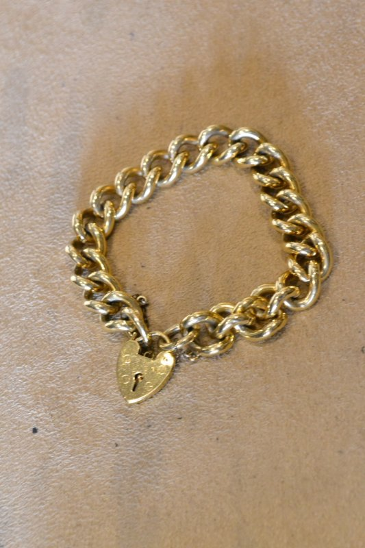 <img class='new_mark_img1' src='https://img.shop-pro.jp/img/new/icons50.gif' style='border:none;display:inline;margin:0px;padding:0px;width:auto;' />1880's antique gold filled chain bracelet