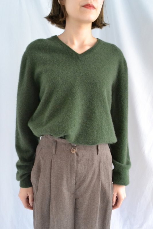 <img class='new_mark_img1' src='https://img.shop-pro.jp/img/new/icons8.gif' style='border:none;display:inline;margin:0px;padding:0px;width:auto;' />Vintage cashmere dark green knit