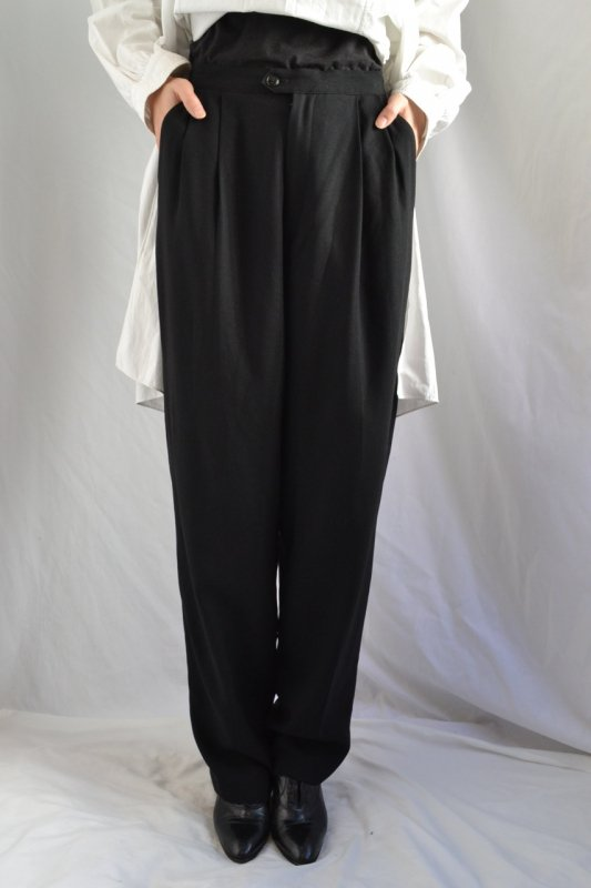 <img class='new_mark_img1' src='https://img.shop-pro.jp/img/new/icons8.gif' style='border:none;display:inline;margin:0px;padding:0px;width:auto;' />Vintage black color straight silhouette tuck pants