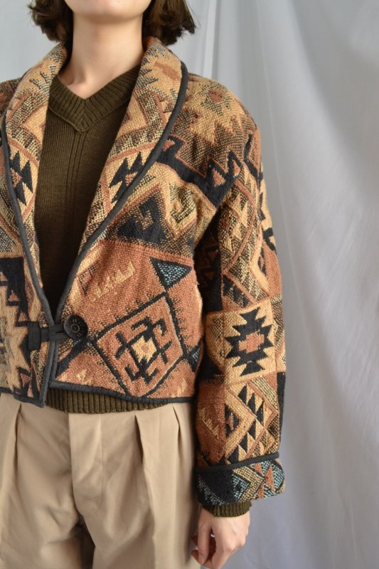 <img class='new_mark_img1' src='https://img.shop-pro.jp/img/new/icons8.gif' style='border:none;display:inline;margin:0px;padding:0px;width:auto;' />vintage tribal pattern gobelin short jacket